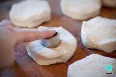 Aprende a preparar Masa para donas con esta rica y fácil receta. Las donas caseras, también conocidas como donuts o rosquillas, son muy fáciles de preparar y constituyen una de las...