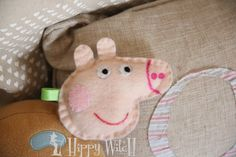 DIY: PEPPA PIG http://www.youtube.com/watch?v=loM3AtA4Yco make some cute birthday party favors.