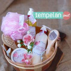 Foto souvenir & gift pernikahan oleh Tempelan Imut Souvenir