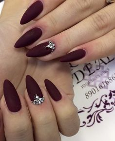 Nail art Christmas - the festive spirit on the nails. Over 70 creative ideas and tutorials - My Nails Burgundy Acrylic Nails, Red Matte Nails, Almond Acrylic Nails, Maroon Nails Burgundy, Dark Red Nails, Fall Almond Nails, Pastel Nails, Hair And Nails, My Nails