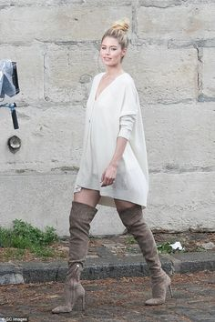 Strike a pose: Doutzen Kroes was spotted posing for a photoshoot in Paris on Friday afternoon