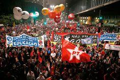 CUT, FUP e MST farão ato no Rio contra o golpe na próxima semana A hora que mais gosto se aproxima, onda vermelha na rua PTralhas! Pau nos golpistas. http://www.viomundo.com.br/denuncias/federacao-dos-petroleiros-repudia-pedido-de-impeachment-tentativa-escancarada-de-golpe.html