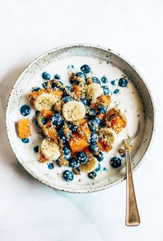 Sweet potato fruit cereal is made with baked sweet potato, fresh fruit, and nut milk of choice. This is a perfect paleo breakfast for on the go. Healthy Appetizers, Healthy Snacks, Healthy Recipes, Healthy Kids, Healthy Carbs, Vegetarian Recipes, Healthy Eating, Fruit Cereal, Cereal Bowls