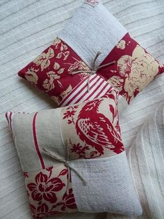 Coussins parfumés Fabric Art, Fabric Crafts, Sewing Crafts, Sewing Projects, Glam Pillows, Diy Pillows, Throw Pillows, Lavender Bags, Lavender Sachets