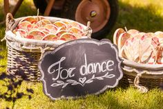 wedding decor, indices, basket, fruits,  фрукты, корзины, указатели, оформление свадьбы