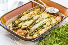 sparanghel gratinat cu branza chevre si muguri de pin, in ulei de masline la cuptor High Fat Foods, Lchf, Low Carb, Mai, Salads, Low Carb Recipes
