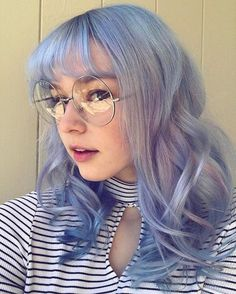 Pastel hair color is now more popular than ever, mainly because of beautiful and enviable tones. Like any color, the best thing is that you can shake light blue hair at will, including highlights, ombre and two-tones. This extreme hair color is cert Baby Blue Hair, Blue Purple Hair, Pastel Blue Hair, Silver Blue Hair, Blue Tinted Hair, Light Purple Hair Dye, Pastel Hair Colors, Periwinkle Hair, Girl With Purple Hair