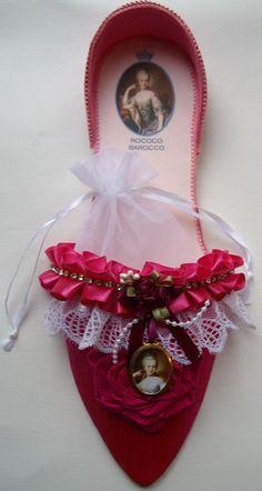 Marie Antoinette slipper in fuchsia silk