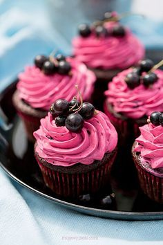 Chocolate Muffins with Blackcurrant Frosting Recipes, Cupcake Recipes, Snack Recipes, Dessert Recipes, Cooking Recipes, Mini Cakes, Cupcake Cakes, Cupcake Party, Food Cakes