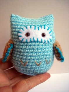 More owls (we love them so) with this little crochet cutie.