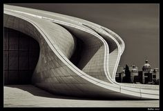 Zaha Hadid [Baku, Azerbaijan] Zaha Hadid's Heydar Aliyev Centre wins 2014 Design Of The Year. With the alluring curves of the building and the interesting perspectives its wonder to how architecture keeps changing and becoming more complex. Architecture Design, Organic Architecture, Futuristic Architecture, Beautiful Architecture, Contemporary Architecture, Landscape Architecture, Installation Architecture, Building Architecture, Movement Architecture