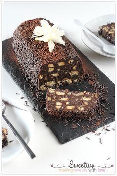 Υπάρχει κάποιος που να μην του αρέσει αυτός ο κορμός με τα μπισκότα, το μαμαδίστικο μωσαικό; Είναι το γλυκό των 5 λεπτών, με υλικά που σχεδόν πάντα έχουμε στο ντουλάπι και που όλες κάποια στιγμή έχουμε φτιάξει. Εύχομαι Καλή Χρονιά … Homemade Granola Bars, Tiramisu, Food And Drink, Sweets, Chocolate, Eat, Ethnic Recipes, Desserts, Greek
