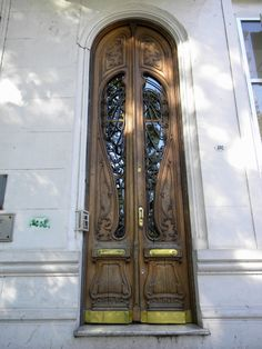 Paseo Colón y Venezuela, Barrio Monserrat, Buenos Aires, Argentina Antique Doors, Old Doors, Windows And Doors, Art Nouveau, Neoclassical Architecture, Baroque Design, Architectural Features, French Farmhouse, Modern Buildings