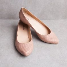 sneaker Source by mbaornii Pretty Shoes, Cute Shoes, Me Too Shoes, Ballerina Shoes, Ballet Shoes, Shoes Sandals, Ella Shoes, Oxfords, Fast Fashion