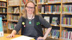 Grankulla bibliotek visar på en ökning i besöks- och lånestatistiken under de senaste åren. God service och bra utbud tros vara orsaken. - Vårt starkaste kort är kundservicen, det lockar kunder till och med lite längre ifrån, säger Maria Grundvall som är bibliotekarie och ansvarig för sociala medier.