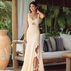 Um dos meus favoritos @cloudeoficial  Vestido longo com detalhes em renda e pompons! • #altoveraocloude #trancoso #blogtrendalert