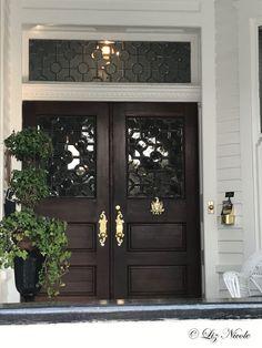 Fabulous Charleston door in the wonderful downtown area of Charleston, SC!   charlestonjewelryandgifts.com