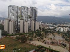 Qué tanto conoces Bucaramanga y su área metropolitana ? Cómo se llaman los 3 edificios altos que se ven en esta foto. Gracias Julian Mauricio Gamarra (http://on.fb.me/1BOjRmT) por compartirla. #conocebucaramanga