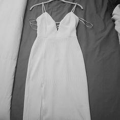 F21 Knee length textured white dress Small Long plunge neckline, lace back, thigh slit Forever 21 Dresses Midi