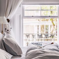 Interior Inspiration: 20 Images of Romantic Bedrooms, Beautiful Kitchens & Living Rooms