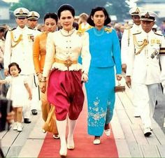 Her Majesty Queen Sirikit Of Thailand Ceremony to celebrate 200 years of Bangkok King Phumipol, King Rama 9, King Queen, Traditional Fashion, Traditional Dresses, Thailand Monarchy, King Thailand, Queen Sirikit, Hm The Queen