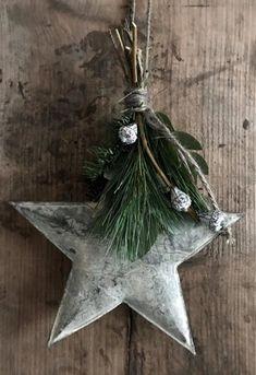 Cardboard Christmas Tree, Real Christmas Tree, Alternative Christmas Tree, Christmas Porch, Natural Christmas, Noel Christmas, Outdoor Christmas Decorations, Christmas Tree Toppers, Rustic Christmas