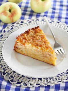 <p>See on 2015. a. Türi Õunafestivalilparimaks õunakoogiks tunnistatudkook. Kook on maitsev ja rammus, koonerdatud siin millegagi pole. Põhi on õrnalt apelsini maitsega, vahel õunad ja kõige katteksmagus ja krõbe mandlikate.</p>