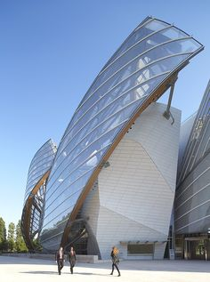 Frank Gehry, Fondation Louis Vuitton, Bois de Boulogne, Paris, photo by Hufton and Crow Architecture Design, Futuristic Architecture, Beautiful Architecture, Contemporary Architecture, Chinese Architecture, Architecture Office, Contemporary Design, Frank Gehry, Fondation Louis Vuitton