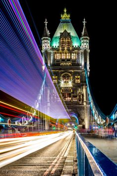 Tower Bridge with Trailing Lights - London England 런던 잉글랜드 Лондон Англия Beautiful Places To Visit, Cool Places To Visit, Places To Travel, Amazing Places, Wonderful Places, Places Around The World, Oh The Places You'll Go, Around The Worlds, Tower Bridge London
