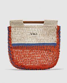 Bolso combinado de red de Zara Colored net bag, from Zara Sacs Design, Net Bag, Zara Bags, Macrame Bag, Knitted Bags, Canvas Tote Bags, Straw Bag, Bucket Bag, Shoulder Bag