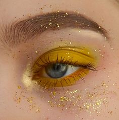 32 Hyperbole Eye Makeup For Summer Have had enough of the monotonous and changeless eye makeup? Take a look at recommendation of summer eye makeup. These make-up may not be that day-to-day, but it must be in th Makeup Inspo, Makeup Hacks, Makeup Inspiration, Beauty Makeup, Makeup Ideas, Face Beauty, Makeup Blog, Beauty Box, Makeup Trends