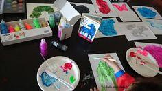 À partir d'un livre d'Eric Carle : The artist who painted a blue horse Eric Carle, The Artist, Franz Marc, Blue Horse, Horses, Kids, Graphic Design, Paint, Young Children