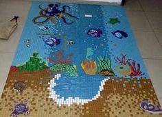Painel em mosaico de pastilhas de vidro motivo marinho. www.mosaicosmonica.com
