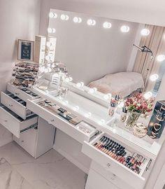 Room Design Bedroom, Girl Bedroom Designs, Room Ideas Bedroom, Bedroom Décor, Beauty Room Decor, Makeup Room Decor, Decor Room, Bedroom Decor Glam, Makeup Studio Decor