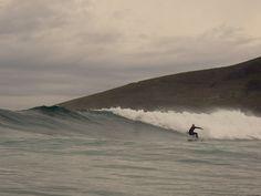 VILAR,FERROL.Playa protegida de los swells del Noroeste, pero que necesita viento nordeste para funcionar. Olas tendidas de recorrido medio. Calidad del agua excelente.    Surf spot revisado por http://www.desdelacroa.blogspot.com.es