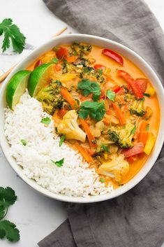 The most delicious Vegan Thai Red Curry that tastes better than anything from a restaurant! #vegan #plantbased Red Curry Chicken, Thai Red Curry, Coco Curry, Easy Vegan Dinner, Beef Bourguignon, White Bean Soup, Vegetarian Dinners, Vegetarian Recipes, Simply Recipes