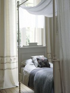 Leporello designs beautiful hand-painted beds, hand-made to order. www.leporello.co.uk