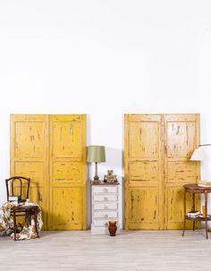 Antiguo cabecero de cama restaurado. En sus orígenes fue una puerta antigua. Realizado en madera maciza. Compuesto por dos hojas de puerta. Terminación: color toscana, ligeramente decapado y envejecido.  #mesa #rustico #estilo #tendencia #mueble #casa #hogar #decoracion #diseño #interior #restauracion #reciclado Toscana, Tall Cabinet Storage, Divider, Room, Furniture, Home Decor, Refurbished Furniture, Antique Furniture, Rustic Furniture