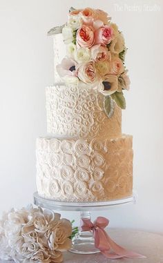 Featured Wedding Cake: The Pastry Studio; www.thepastrystudio.com; Wedding cake idea. #weddingcakes