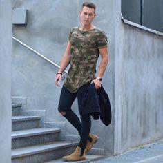Polera verde militar + Jean negro + Chelsea Boots cafés