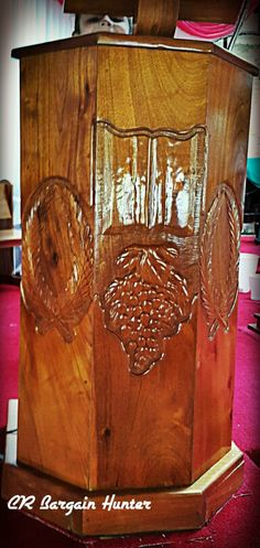 Wood carving in a church. Wooden Doors, Wood Carving, Costa Rica, Woodworking, Wood Carvings, Joinery, Wood Working, Woodwork, Woodcarving