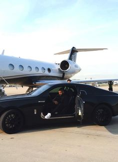 Parking your Wraith next to the jet you rented Wealthy Lifestyle, Billionaire Lifestyle, Rich Lifestyle, Lifestyle Trends, Luxury Lifestyle, Jets Privés De Luxe, Luxury Jets, Luxury Private Jets, Luxury Yachts