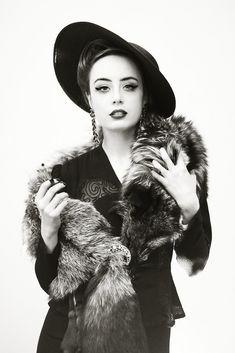 Smoking or Not Smoking | Miss Pandora - Louise Ebel