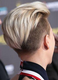 * ¿Te gustaría copiar el rompedor 'look' de Scarlett Johansson? Short Shaved Hairstyles, Undercut Hairstyles, Pixie Hairstyles, Pixie Haircut, Short Hairstyles For Women, Pretty Hairstyles, Haircut Short, Hair Inspo, Hair Inspiration