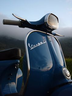 How can you not fall in love with a Vespa? Maybe in Orange Piaggio Vespa, Lambretta Scooter, Vespa Scooters, Vespa Vintage, Vintage Bikes, Vintage Italy, Vintage Motorcycles, Custom Motorcycles, Honda Shadow