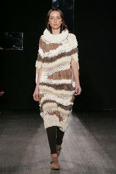 strickkleid braun strickmode Yaeji Son designer