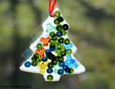 Simple Christmas crafts for kids! These easy Christmas tree suncatchers are simple for toddlers to make and also can be kids made ornaments.