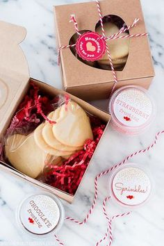 Send extra special boxes of love this Valentine's Day with these delightfully delicious Decorate Your Own Valentine Cookie Kits. Raise your hand if you remember decorating sugar cookies at elementary school Valentine's parties. Arguably one of my favorite Baking Packaging, Dessert Packaging, Cookie Packaging, Valentine Cookies, Christmas Cookies, Valentine Gifts, Jill Valentine, Christmas Treats, Valentine Nails