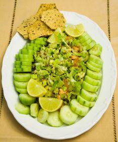 Guacamole Salad, plus lots of other Daniel recipes Vegan Cookbook, Cookbook Recipes, 21 Day Daniel Fast, Daniel Fast Recipes, Clean Eating, Healthy Eating, Breakfast Healthy, Vegetarian Recipes, Healthy Recipes