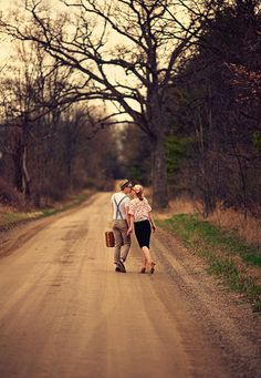 Adorable vintage engagement photos!